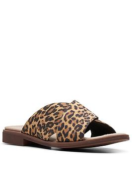 clarks-declan-ivy-flat-leather-slide-sandal-leopard-print