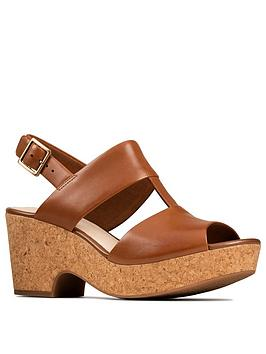 clarks-maritsa-glad-wedge-sandal-tan