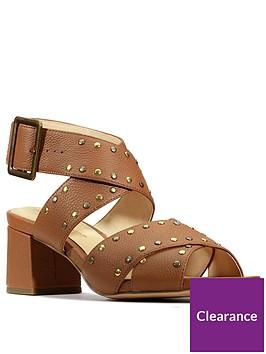 clarks-sheer55-buckle-leather-block-heel-sandal-tan