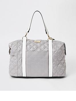 river-island-quilted-sporty-weekend-bag-light-grey