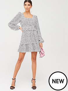 missguided-missguided-shirred-waist-tiered-long-sleeve-ditsy-floral-dress-white