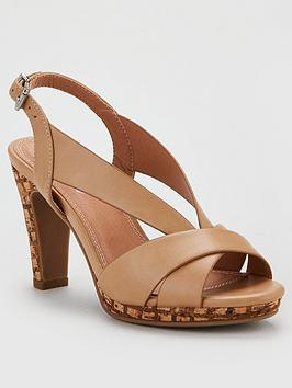 Wallis  V Vamp Platform Sandal - Beige