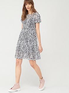 v-by-very-irregular-spot-mesh-tiered-dress-mono-print