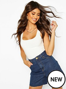 boohoo-high-waist-raw-hem-mom-short-dark-blue