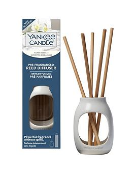 yankee-candle-fluffy-towels-pre-fragranced-reed-diffuser-starter-kit