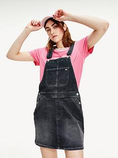 tommy-jeans-classic-dungaree-dress-black
