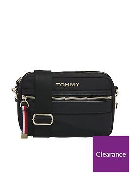 tommy-hilfiger-nylon-crossover-bag