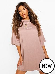 boohoo-slogan-contrast-stitch-t-shirt-dress-pink