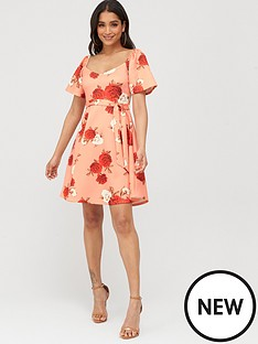 boohoo-boohoo-square-neck-belted-floral-skater-dress-coral