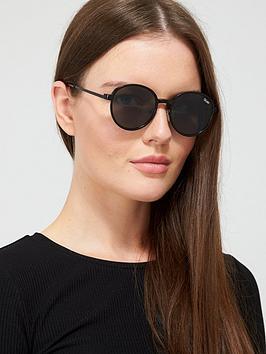 quay-australia-i-see-you-clip-on-round-sunglasses-with-blue-light-filter-blacksmoke