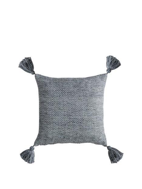 gallery-herringbone-pet-tassel-cushion