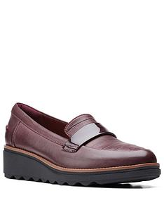 clarks-sharon-gracie-low-wedge-shoe-burgundy