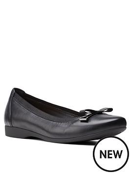 clarks-un-darcey-bow-leather-ballerina-black