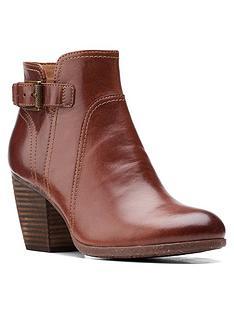 clarks-bergen-vibe-ankle-boot-dark-tan