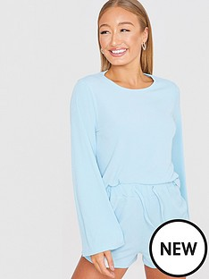 in-the-style-in-the-style-xnbspbillie-faiers-flare-sleeve-ribbed-cropped-sweatshirt-blue