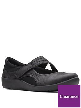 clarks-sillian-bella-wide-fit-flat-shoe