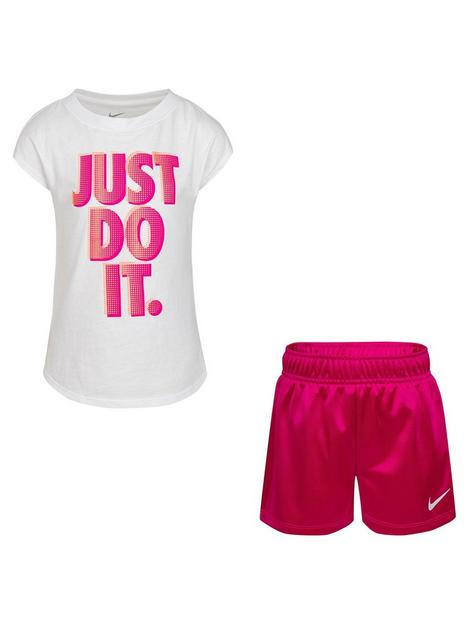 nike-younger-girls-graphic-short-sleeve-t-shirt-and-shorts-2-piece-set-purple