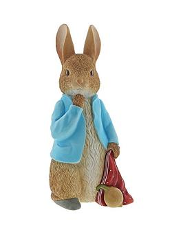 Product photograph showing Peter Rabbit Peter Rabbit With Onions Statement Figurine