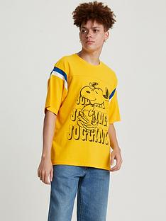 levis-jogging-snoopy-t-shirt-yellow