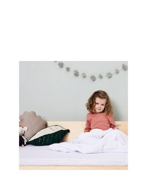 the-little-green-sheep-organic-knitted-fleece-baby-blanket