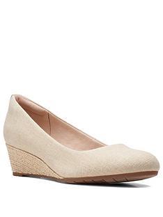 clarks-mallory-luna-wedge-shoe--nbspnatural