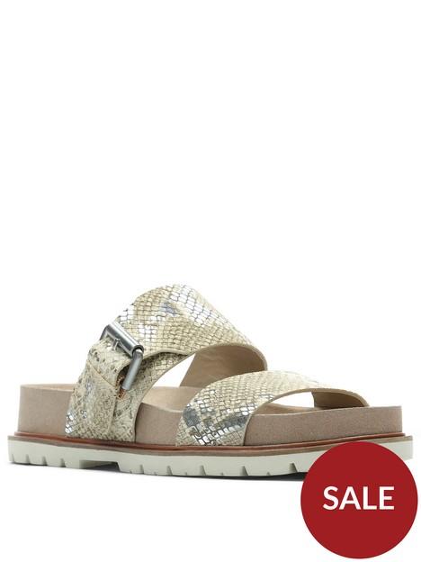 clarks-orianna-sun-leather-flat-sandal-silver