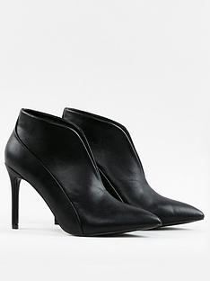 wallis-v-throat-pointed-boots-black