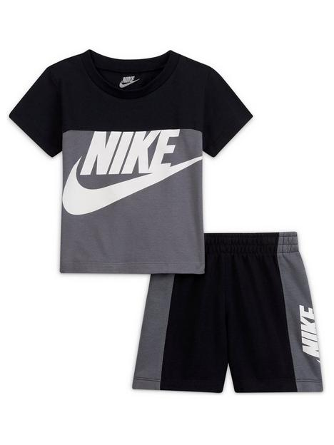 nike-younger-boy-sportswear-t-shirt-and-shorts-2nbsppiece-set-grey