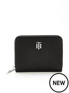 tommy-hilfiger-essence-medium-purse-black