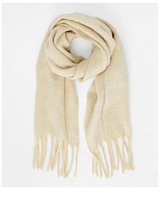 accessorize-super-fluffy-scarf