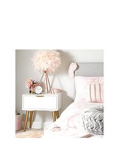 mini-luxe-bedside