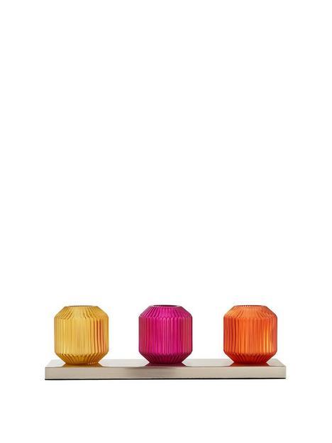tea-glasses-table-lamp