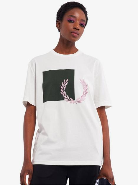 fred-perry-graphic-logo-oversized-t-shirt-white