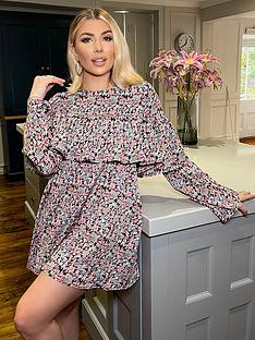 in-the-style-in-the-style-olivia-bowen-floral-tiered-smock-dress