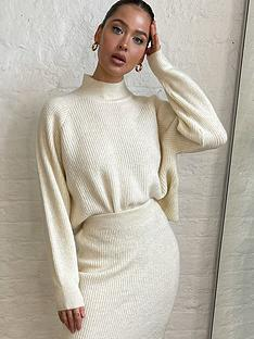 in-the-style-in-the-style-xnbspnaomi-genes-fluffy-flare-sleeve-jumper-cream