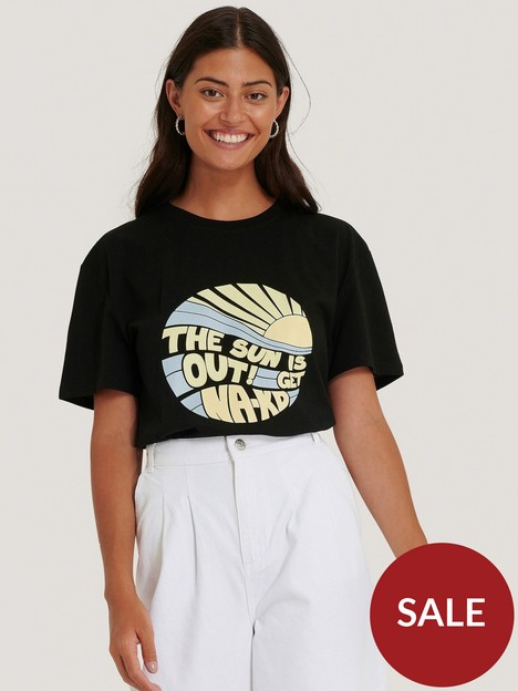 na-kd-sun-is-out-t-shirt-black