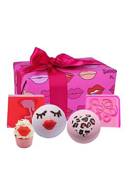 bomb-cosmetics-lip-sync-bath-bomb-gift-set