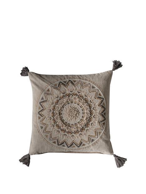 gallery-fortaleza-tassel-cushion-natural