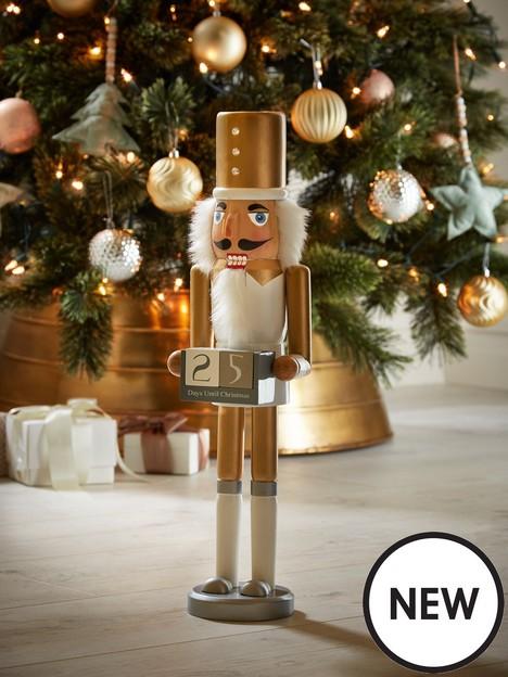 standing-wooden-nutcracker-advent-calendar