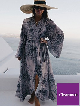 in-the-style-in-the-style-lorna-luxe-impossibly-perfect-black-print-kimono-fit-dress-with-graduated-hem