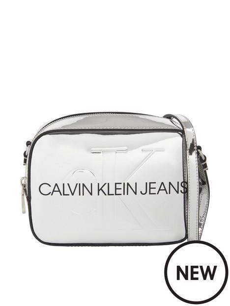 calvin-klein-jeans-calvin-klein-jeans-sculpted-camera-bag-silver-body-silver