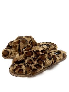 pour-moi-faux-fur-crossover-slider-slipper-leopard