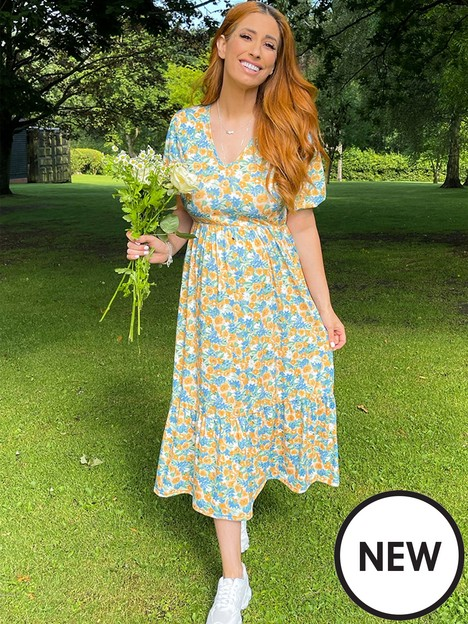 in-the-style-in-the-style-stacey-solomon-blue-floral-print-maxi-dress